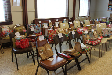 GCC Gifts in ChairsIMG_2014_12_24_00482